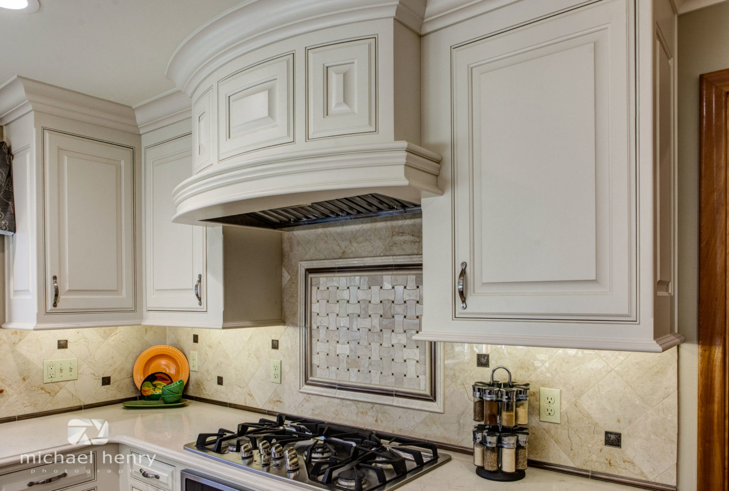 Stove Hood integrates nicely with Kitchen.